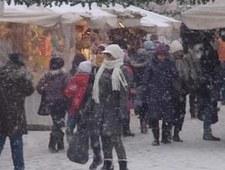 Intensywnie sypnęło śniegiem, znów utrudnienia na drogach