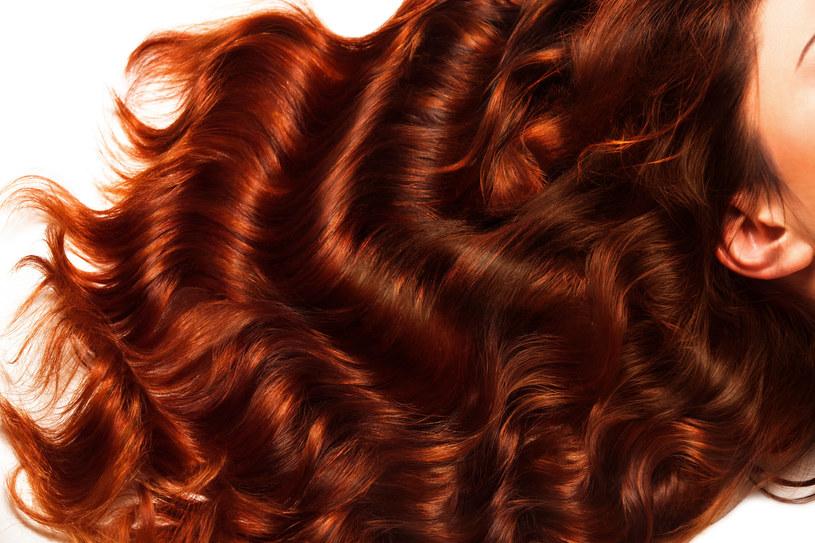 Intensywny kolor pomagają zachować szampony z henną, chlorofilem i wyciągiem z granatu /123RF/PICSEL