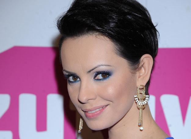 Intensywny makijaż podkreśla urodę Doroty Gardias /MWMedia