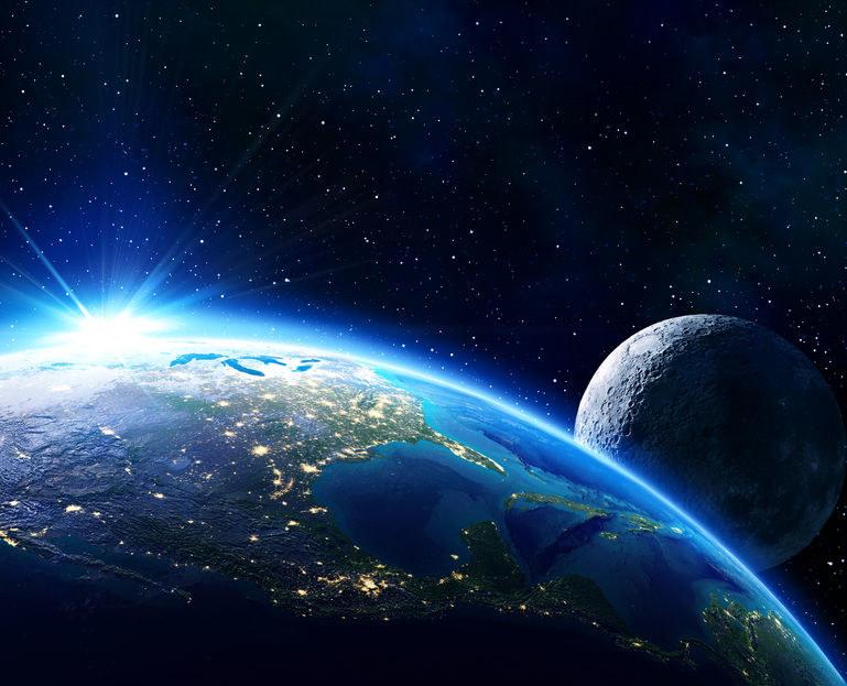 Interakcje Ziemi i Księżyca stopniowo wydłużają dobę /123RF/PICSEL