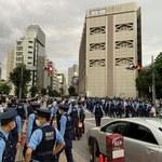 Interia w Tokio. Niespokojnie przed stadionem, policjanci blokują protestujących