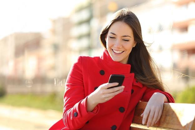 Internauci chcą korzystać z elektronicznych ofert i tego oczekują od sieci handlowych... /©123RF/PICSEL