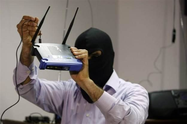 Internauci są pod nieustanną obserwacją cyberprzestępców -  ich cel: nasze dane /AFP