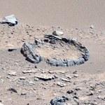 Internauta wypatrzył skalisty krąg na Marsie