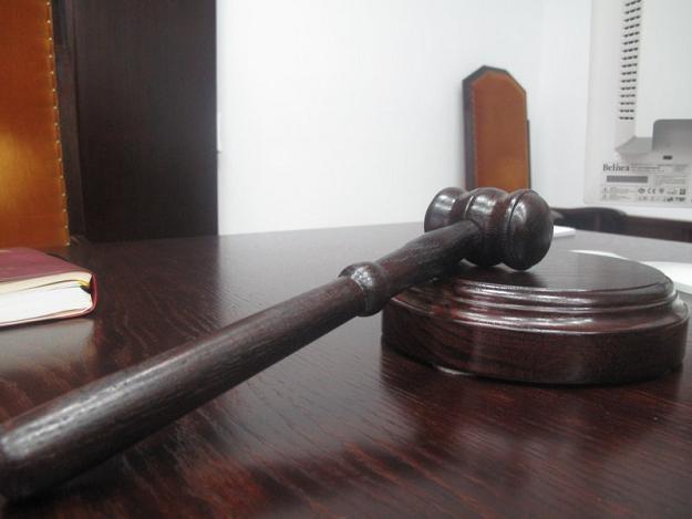 Internauta został skazany za wpis o paleniu biur PiS /RMF