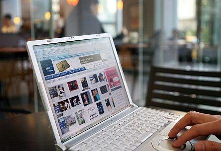Internet nie jest miejscem anonimowym /AFP
