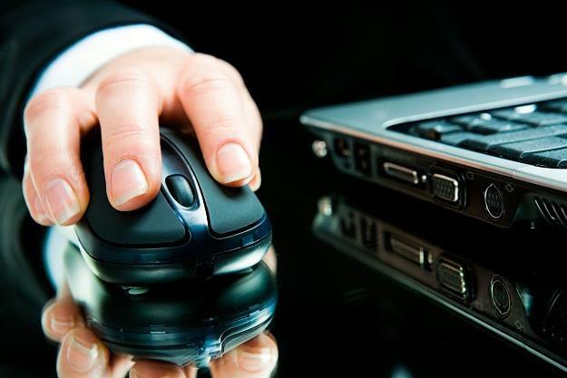Internetowi przestępcy mogą nam podesłać e-fakturę z wirusem /©123RF/PICSEL