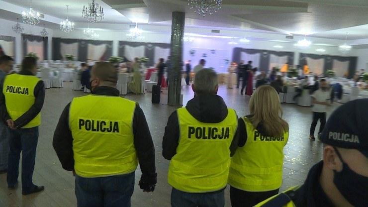 Interwencja policji na nielegalnym weselu /Polsat News