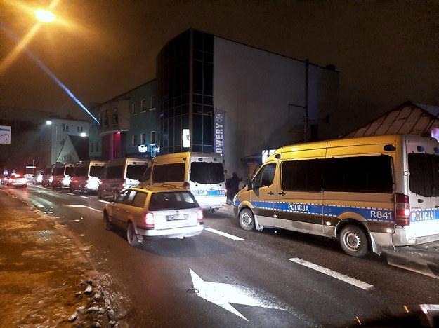 Interwencja policji pod otwartym wbrew zakazowi klubem nocnym w Rybniku /Policja /PAP