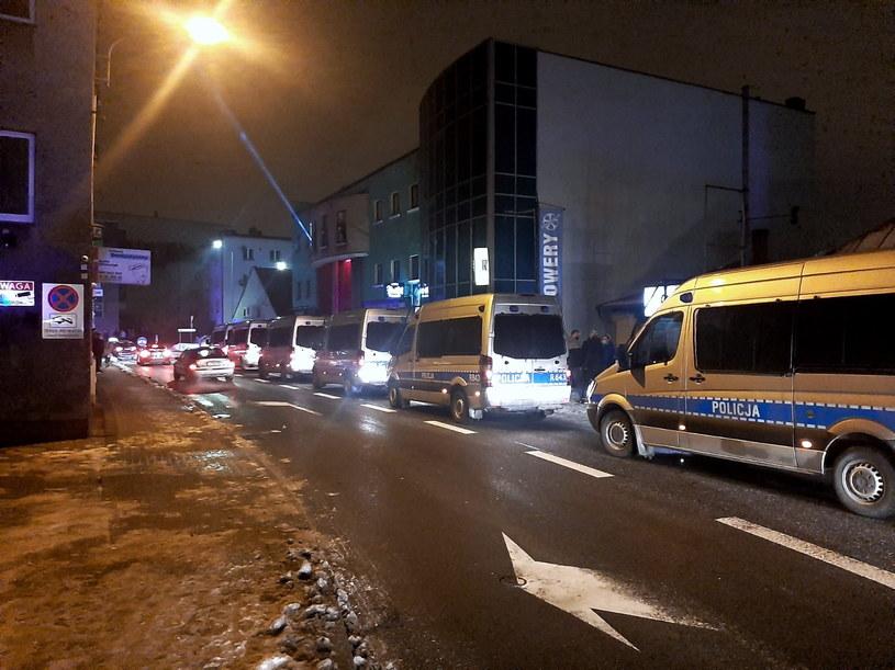 Interwencja policji pod otwartym wbrew zakazowi klubem nocnym w Rybniku /Policja
