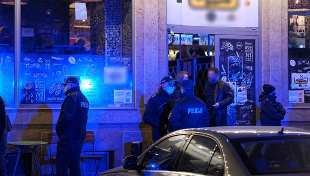 Interwencja policji w jednym z klubów przy ulicy Parkingowej w centrum stolicy /Mateusz Marek /PAP