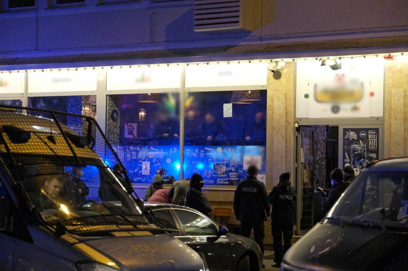 Interwencja policji w jednym z klubów przy ulicy Parkingowej w centrum stolicy. /Mateusz Marek /PAP