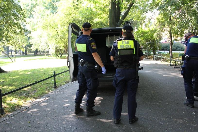Interwencja strażników miejskich (Źródło: Straż Miejska Miasta Krakowa) /facebook.com