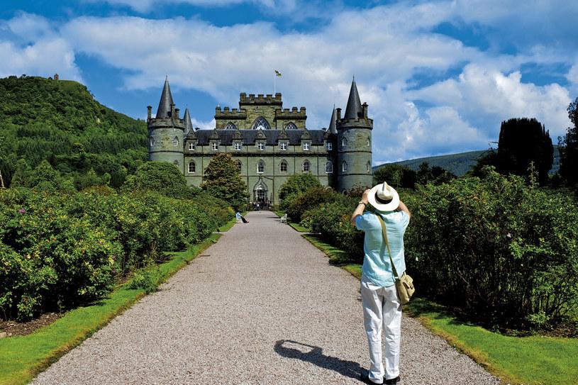 Inveraray w hrabstwie Argyll. Zamek klanu Campbellów jest zarówno siedzibą szefa klanu, jak i muzeum rodziny. Dostępny dla zwiedzających przez całe lato /Twój Styl