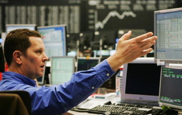 Inwestorzy poznają w poniedziałek dane o wydatkach i dochodach Amerykanów w lipcu /AFP
