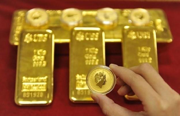 Inwestorzy uciekaja w złoto /AFP
