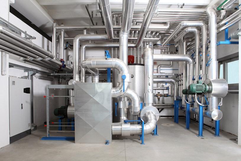 Inwestycja we własne źródła energii szansą na obniżenie kosztów produkcji. /123RF/PICSEL