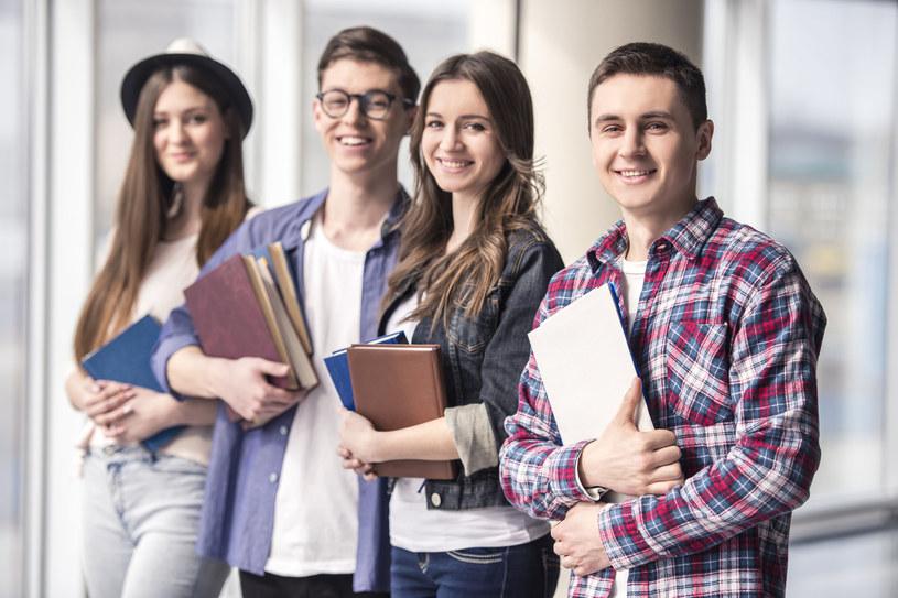 Inwestycje giełdowe mogą być źródłem dużych zysków dla studenta? /123RF/PICSEL