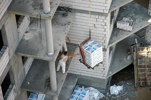 Inwestycje mieszkaniowe są na słabnącej fali... Fot. Bartłomiej Kudowicz /FORUM