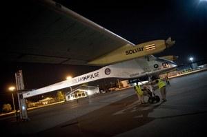 Inżynierowie przygotowujący samolot do lotu //PAP/EPA