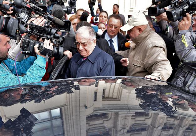 Ion Iliescu po opuszczeniu prokuratury nie wypowiedział się dla mediów /AFP