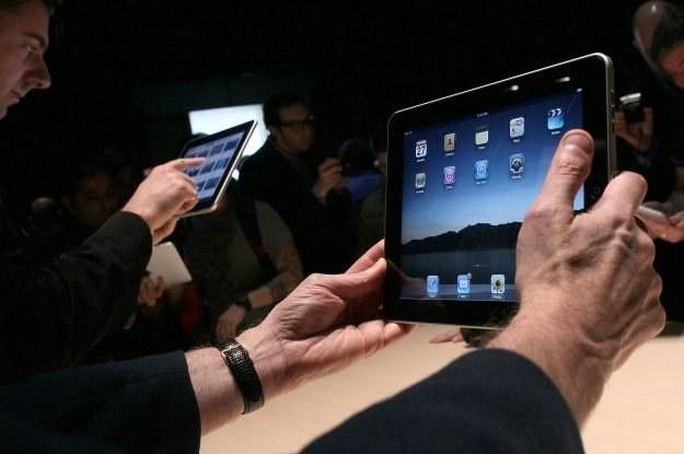 iPad - dotychczas Polacy mogli go kupić przez internet /AFP