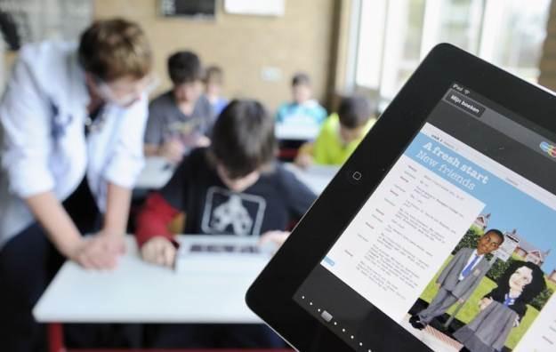 iPad nie od wczoraj jest wykorzystywany do celów edukacyjnych - iBooks 2 to kolejny tego etap /AFP