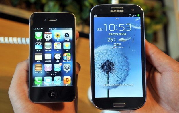 iPhone 4S i Galaxy S III /AFP