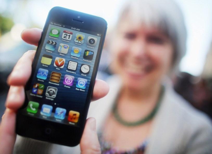 iPhone 5 dla jednych jest powodem do dumy, dla innych - do śmiechu /Getty Images/Flash Press Media