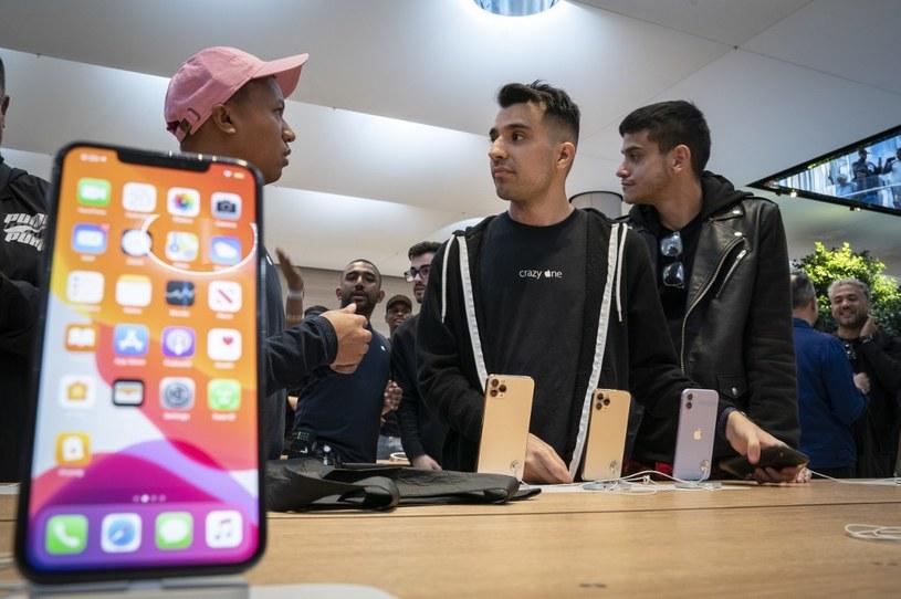 iPhone również ma wiele niebezpiecznych aplikacji /AFP