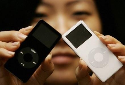 iPod - symbol gadżetomanii ostatniej dekady. Jedna z najbardziej rozpoznawanych marek świata /AFP
