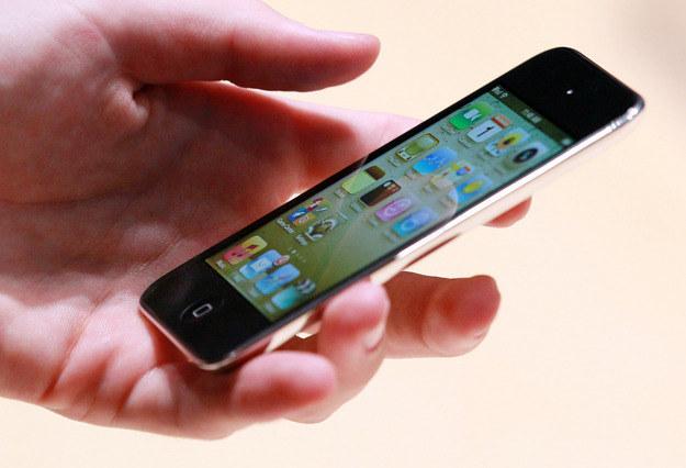 """iPod touch, czyli """"iPhone 4 bez telefonu"""". To urządzenie nie ma tak naprawdę konkurenta w Europie /AFP"""
