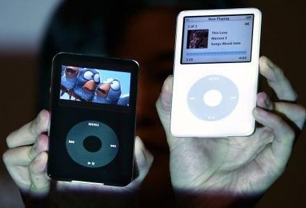 iPod video - multimedia do dzisaj standard w przenośnych odtwarzaczach /AFP