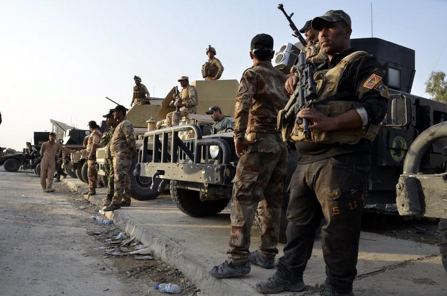 Iraccy żołnierze po odbiciu z rąk ISIS Mosulu /STR /PAP/EPA
