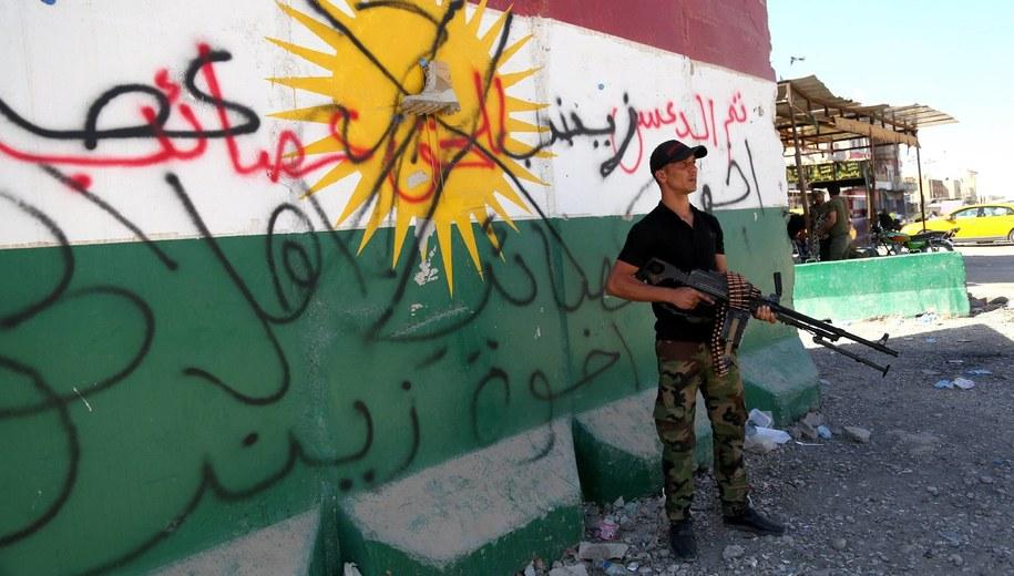 Iracka milicja w przejętym Kirkuku /BAREQ AL-SAMARRAI /PAP/EPA