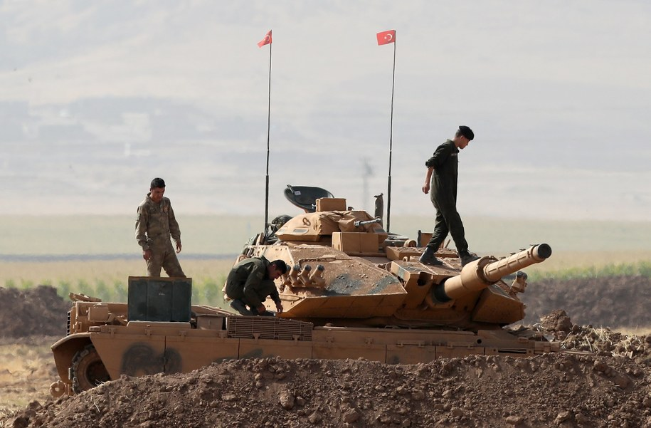 Iracko-tureckie ćwiczenia na granicy Kurdystanu /SEDAT SUNA /PAP/EPA