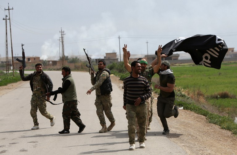 Irak, bojownicy z IS /AHMAD AL-RUBAYE /AFP