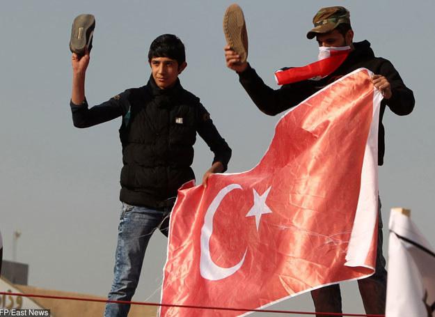 Irak, palenie tureckiej flagi. 12.12.2015 /AHMAD AL-RUBAYE /East News