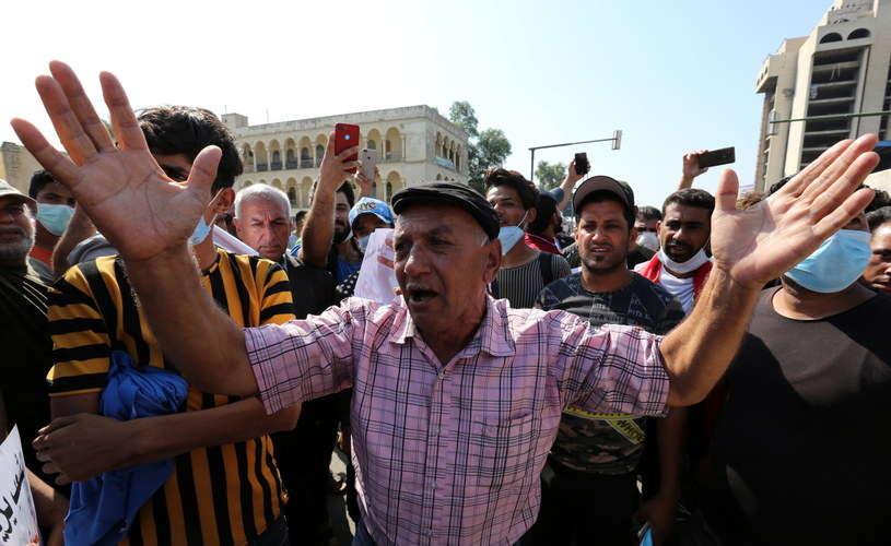 Irakijczycy protestujący na ulicach Bagdadu / AHMED JALIL    /PAP/EPA