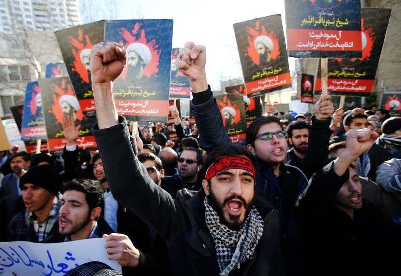 Irańczycy protestują przeciwko straceniu szyickiego duchownego /PAP/EPA