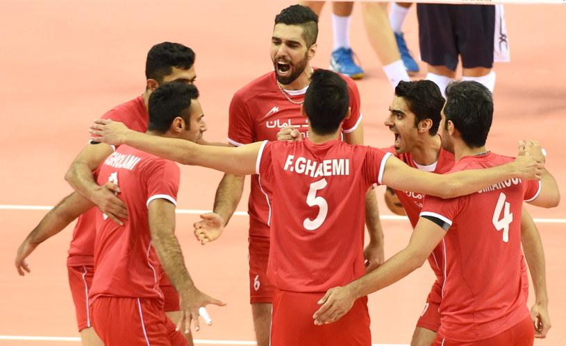 Irańczycy świętują podczas meczu z USA /Jacek Bednarczyk /PAP