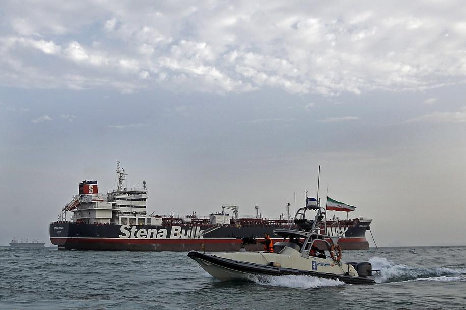 Irański patrol przy brytyjskim tankowcu /Hasan Shirvani /PAP/EPA
