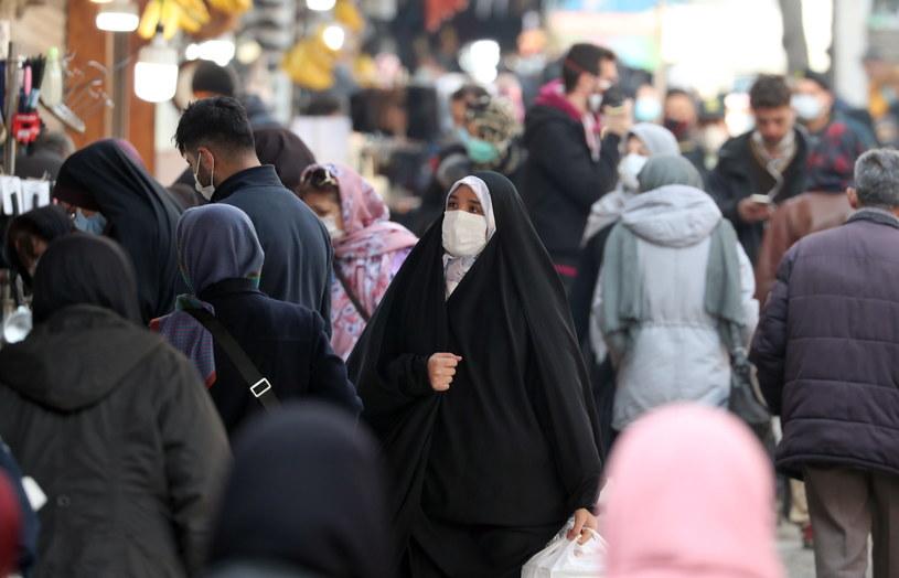 Irańskie władze wprowadziły godzinę policyjną w 330 miastach /Abedin Taherkenareh   /PAP/EPA