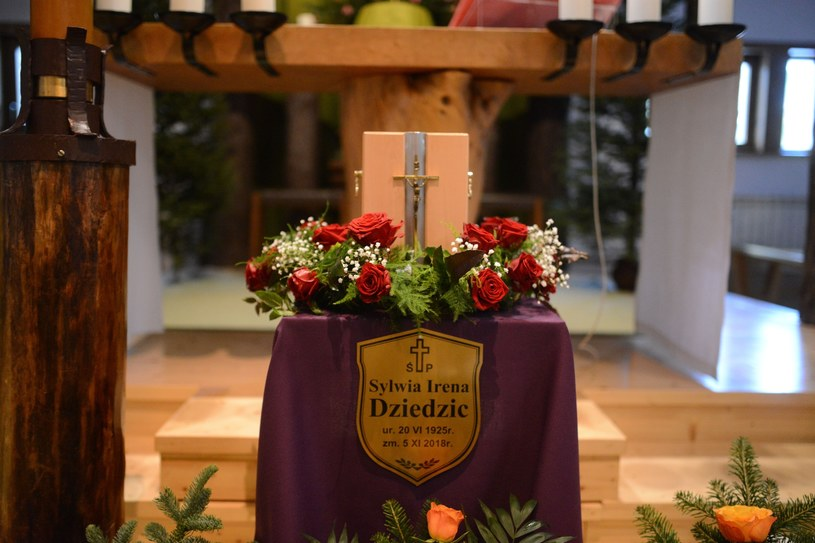 Irena Dziedzic została pochowana 14 stycznia w Laskach /Tadeusz Wypych /Reporter