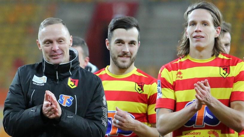 Ireneusz Mamrot (1. z lewej) i jego piłkarze. /Newspix