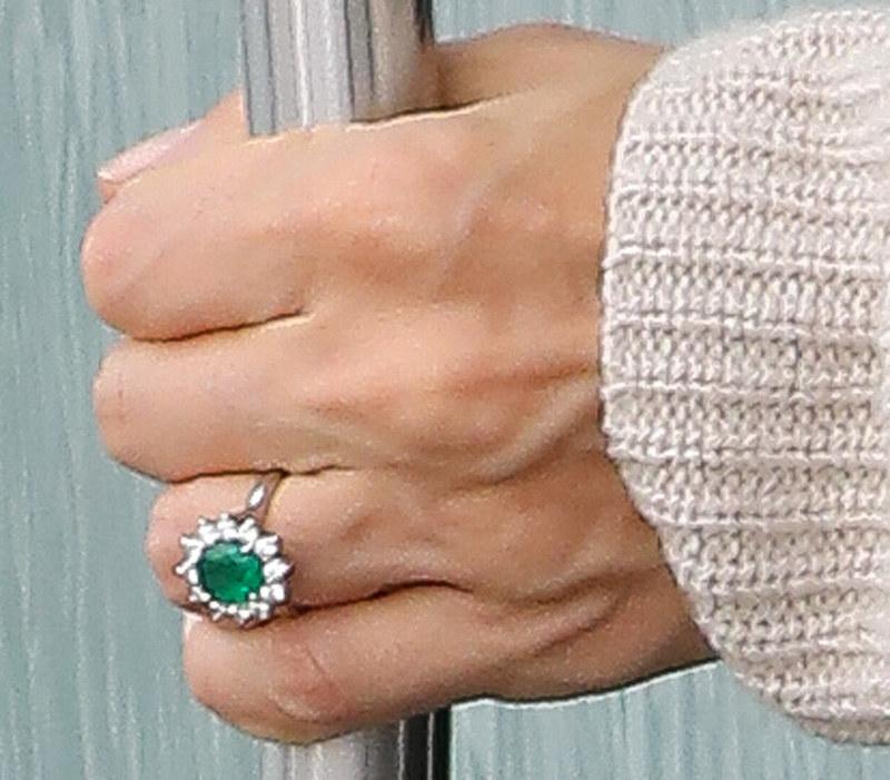 Irina Shayk pokazała się z pierścionkiem! /AKM-GSI /Agencja FORUM