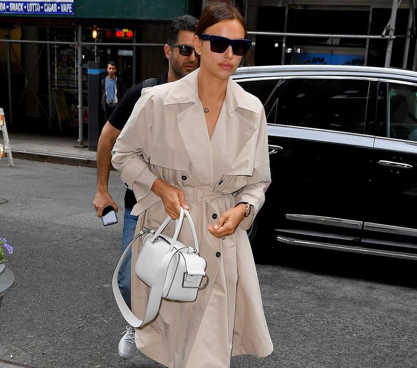 Irina Shayk w najmodniejszym płaszczu tej jesieni /East News