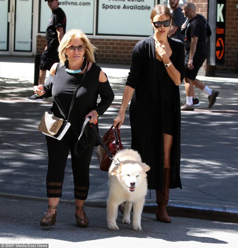 Irina Shayk z mamą Coopera podczas świąt /- /East News