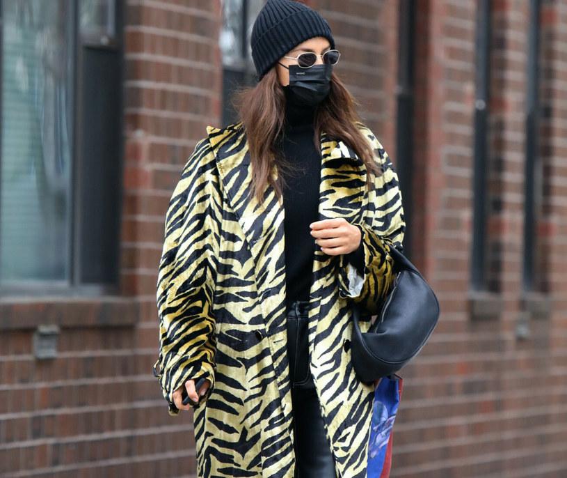 Irina stawia tej zimy na tygrysi print /Jose A Perez/Cover Images/East News /East News
