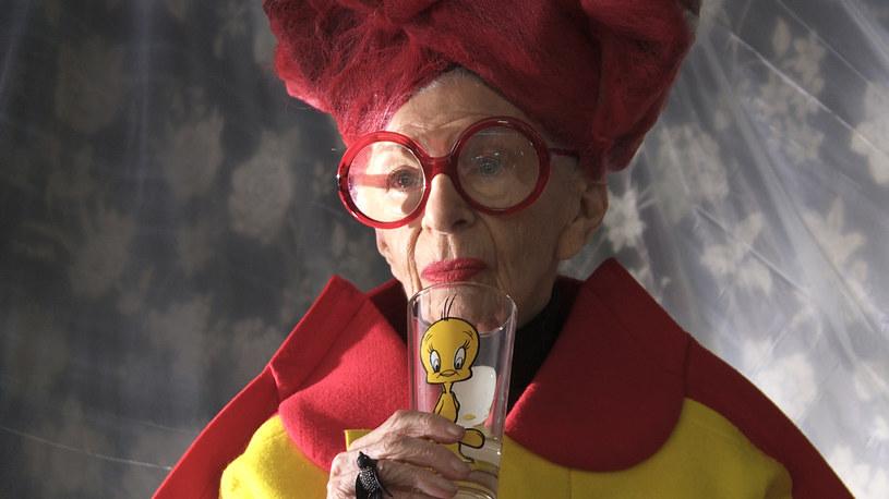 """Iris Apfel mówi o sobie, że jest """"najstarszą żyjącą nastolatką"""" / Image Capital Pictures /Agencja FORUM"""